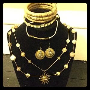 Jewelry - Vintage Sunny Style 5 piece Jewelry Set
